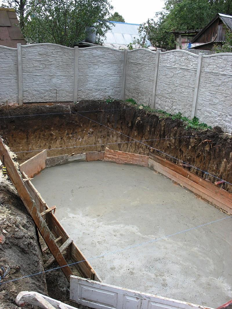 Выполнена бетонная подготовка под фундаментную плиту