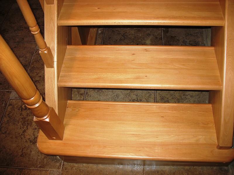 Фото 2 Начало первого марша деревянной лестницы