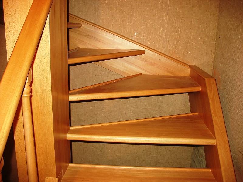 Фото 4 Вид лестницы из бука сбоку