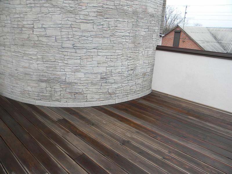 Фото 12 Произведена укладка деревянной террасной доски из лиственницы