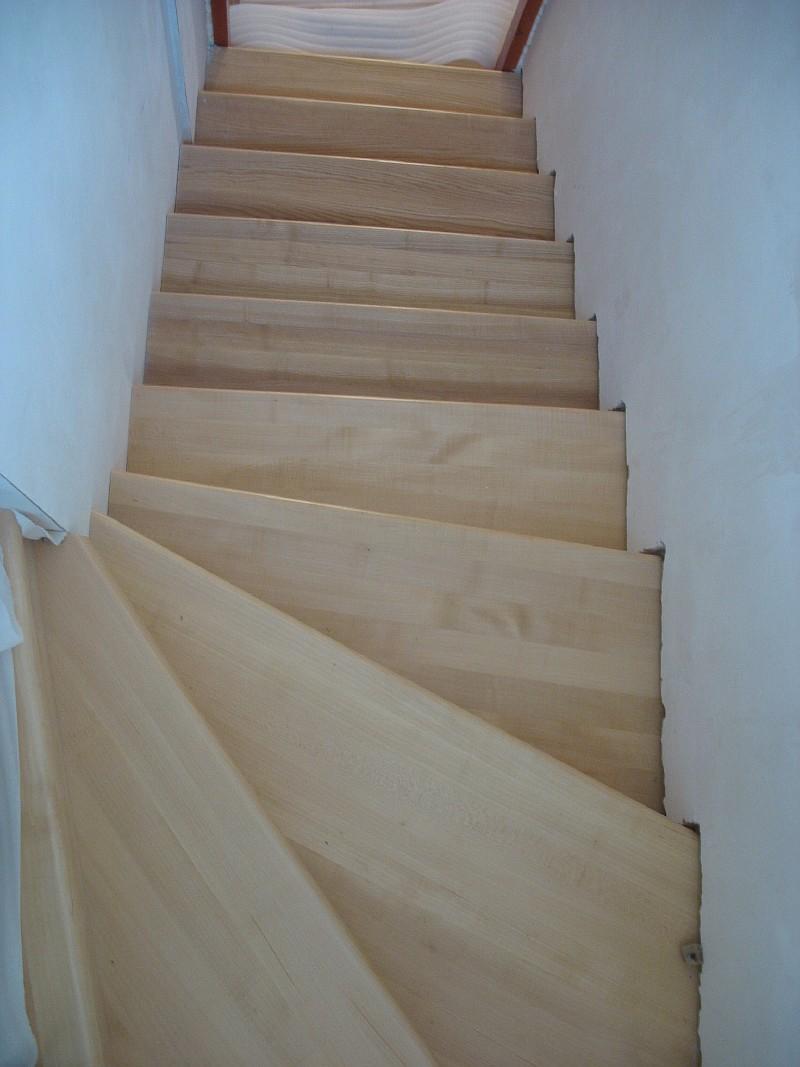 Фото 4 Забежные ступени верхнего лестничного марша