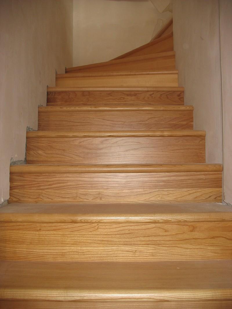 Фото 5 Забежные ступени деревянной лестницы в Харькове