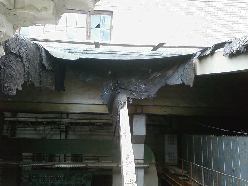 Фото 3 Провал в кровле промышленного здания