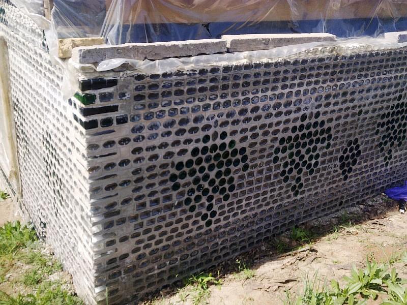 Фото 1 Строительство дома из бутылок
