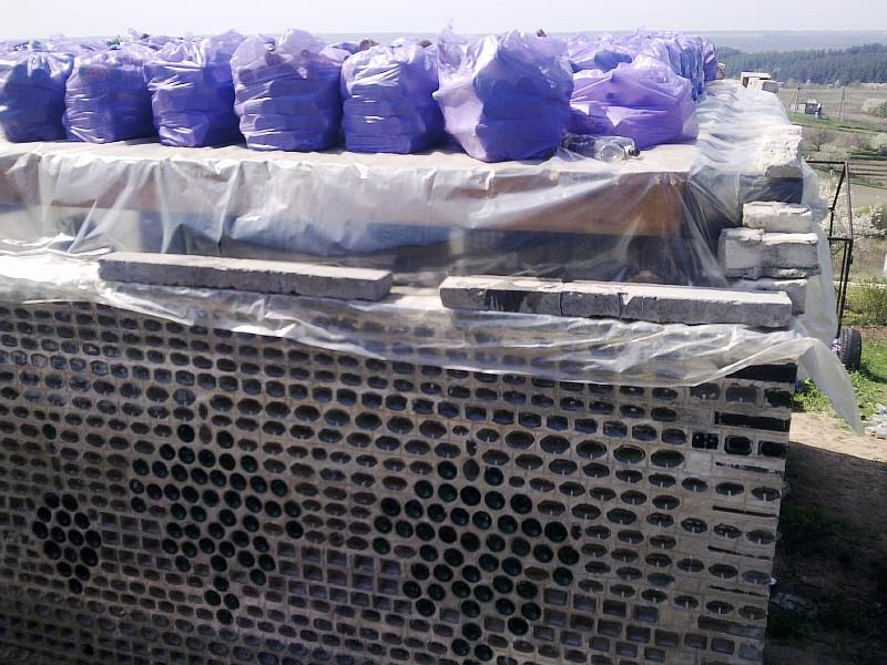 Фото 3 Строительный материал (стеклянная бутылка) подан на междуэтажное перекрытие