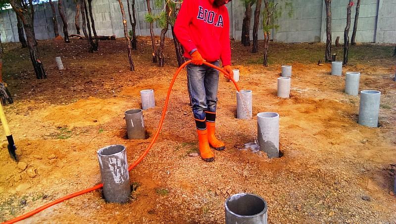 Фото 2 Установлена несъемная опалубка для бетонирования надземных частей свай