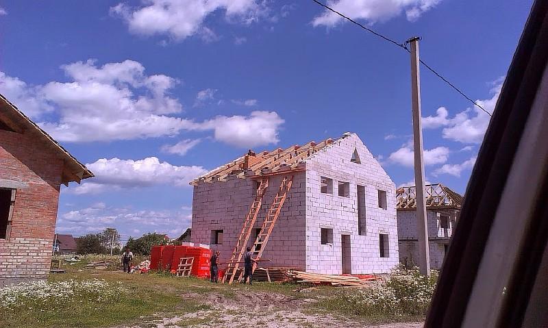 Фото 10. Вид дома после монтажа стропильных ферм