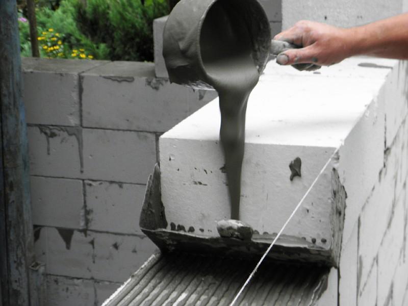 Кладка газобетонных блоков с использованием самодельных приспособлений