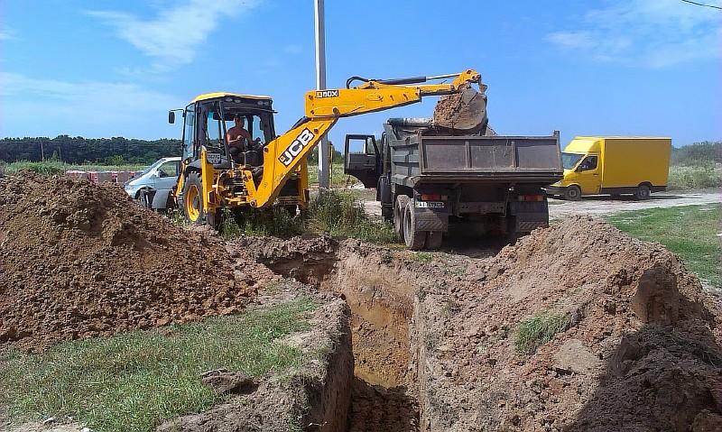 Фото 5. Траншея для канализационной трубы