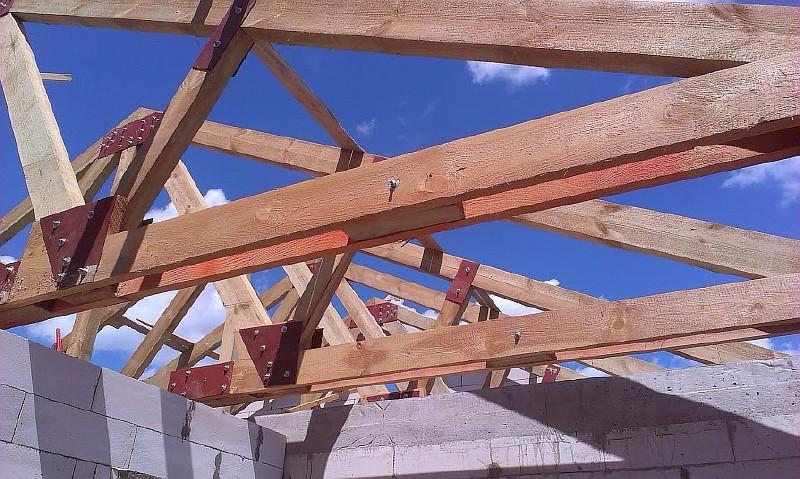Фото 9. Смонтированы стропильные фермы покрытия дома