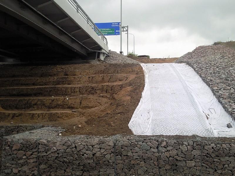 Фото 7. Укрепление устоя автомобильного путепровода