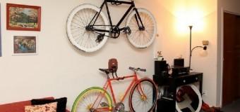 Современный велосипед в интерьере