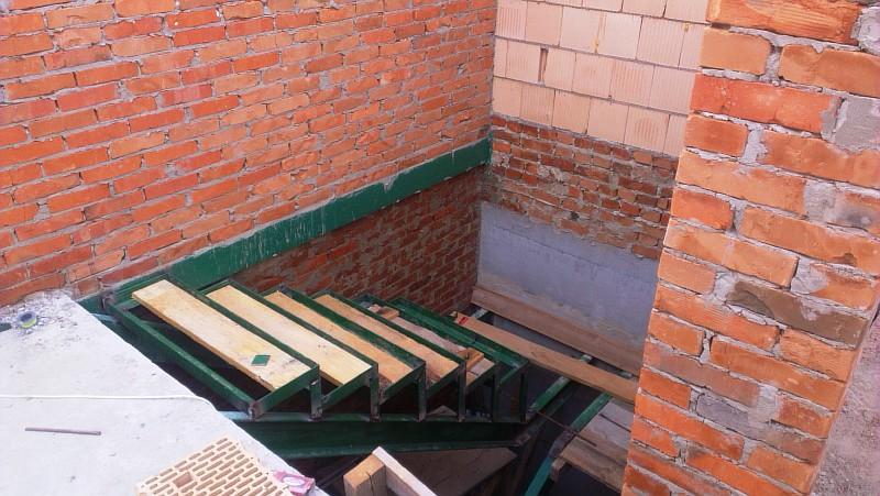 Фото 18 Ступени лестницы в подвал