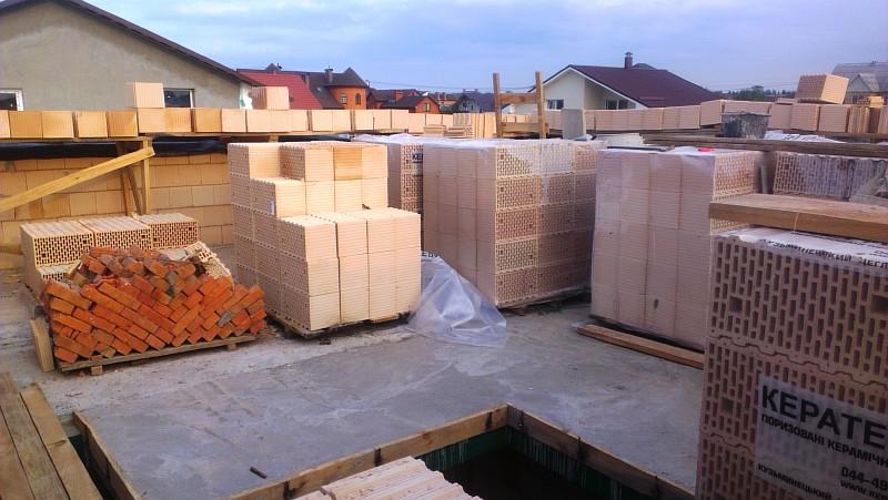 Фото 20 Строительные материалы подняты на перекрытие второго этажа