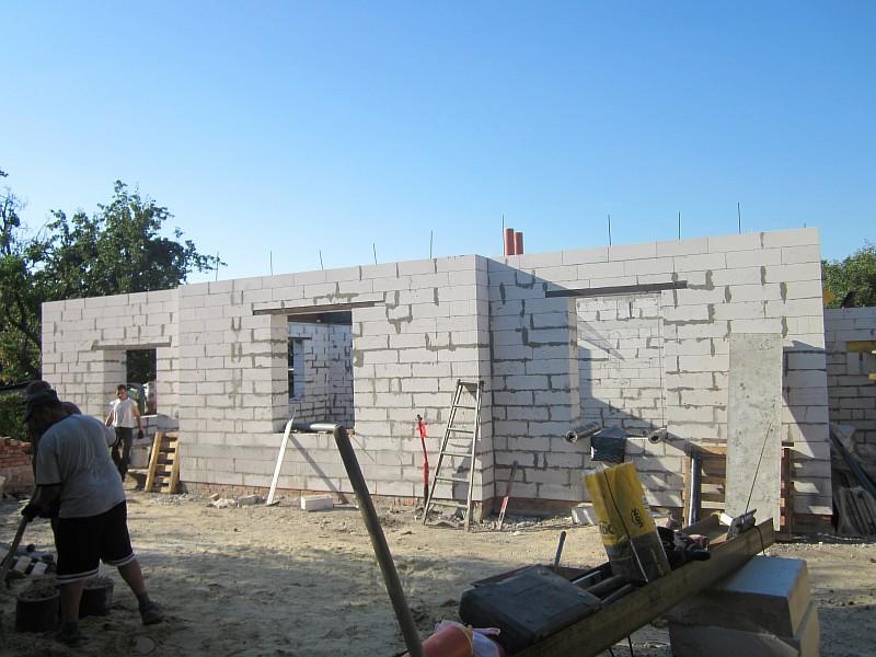 Фото 3. Строительство двухэтажного жилого дома из газобетонных блоков