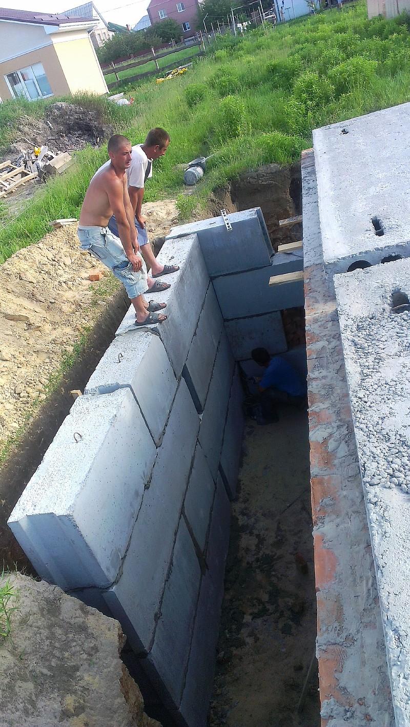 Подвал в подпорной стенке