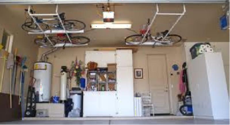 Фото 8. Велосипеды под потолком