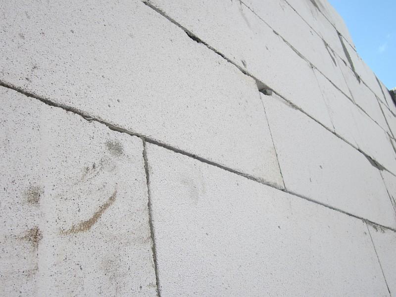 Фото2. Кладка стены из газобетонных блоков