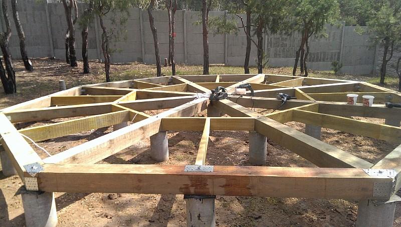 Выполнен этап установки деревянных лаг