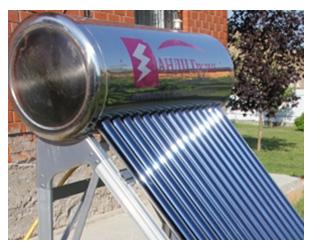 Вакуумный трубчатый коллектор с прямой теплопередачей воде и встроенным в бак теплообменником