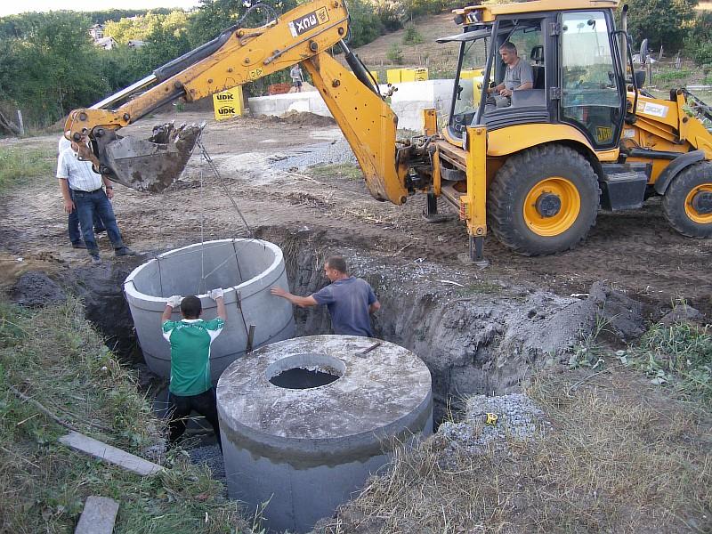 Монтаж железобетонных резервуаров для септика и дренажной ямы
