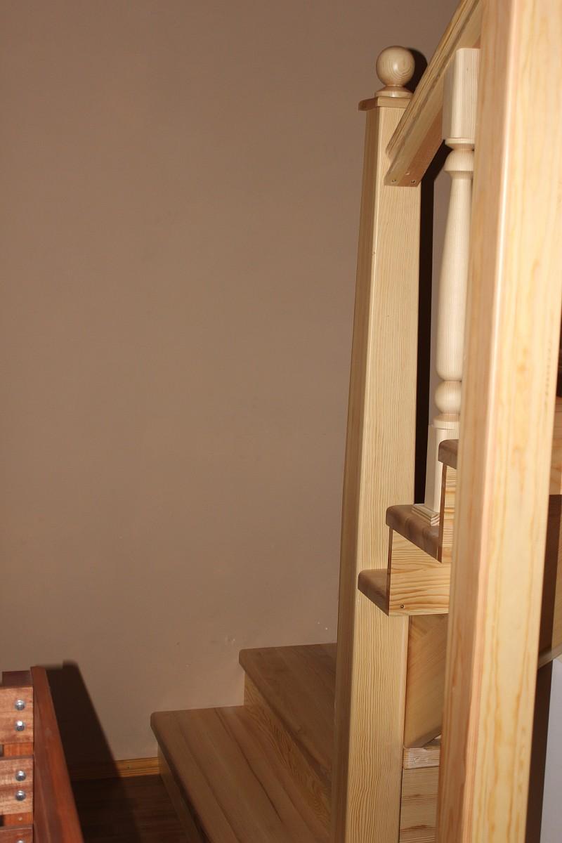 Производство деревянных сосновых лестниц в Харькове - Украина