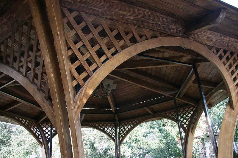 Деревянные конструкции покрытия беседки «Ажур»