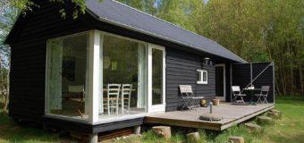 Модульный дом для отдыха в Дании в стиле «dogtrot»