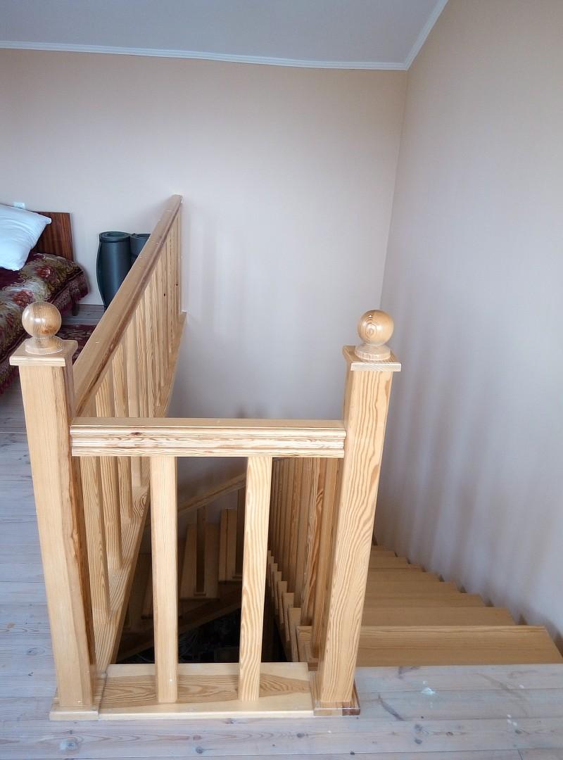 Верхнее перильное ограждение лестничного пролета