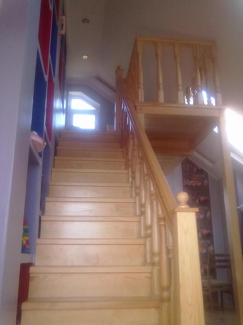 Деревянная лестница на антресоль