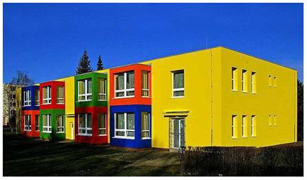 Фасад в насыщенных цветах