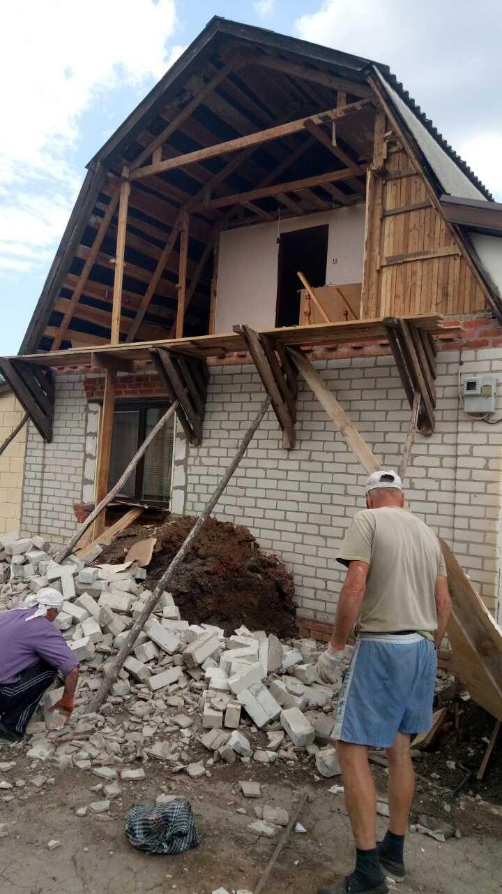 Демонтаж фронтона дачного дома